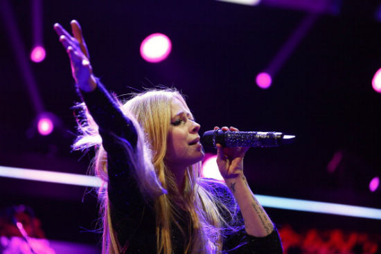 Avril Lavigne Lyme disease update, new music