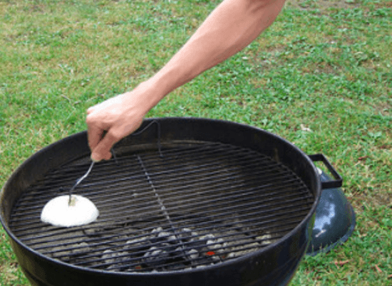 how to clean a grill with an onion