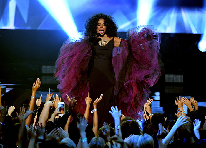 American Music Awards: Diana Ross performs hits