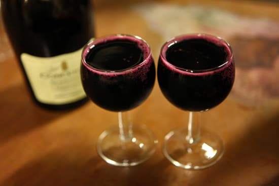 How to get rid of fruit flies with red wine