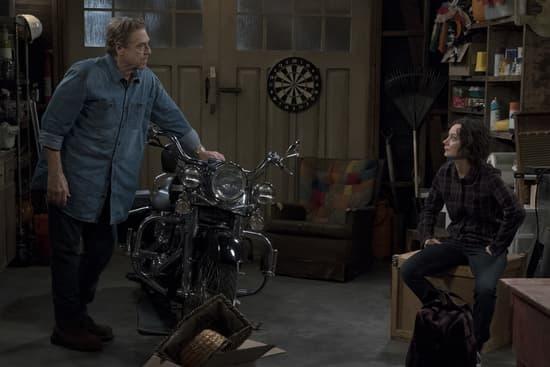 John Goodman and Sara Gilbert on The Conners