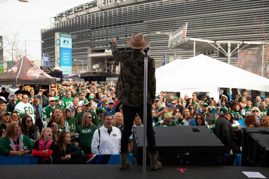 LOCASH performs at MetLife