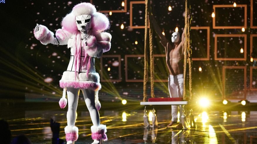 The Poodle performs on The Masked Singer episode 4.