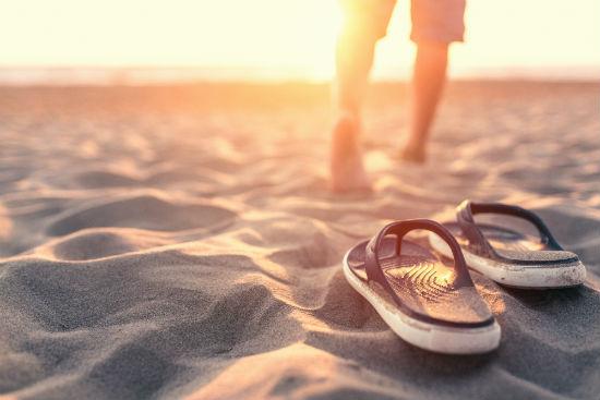 walking in flip flops is one of the causes of heel pain