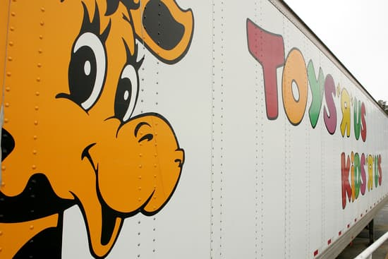 Toys R Us semi truck trailer with Geoffrey on the side